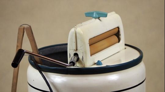 Pralki elektryczne Frania z wyżymaczkami