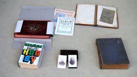Stare fotografie, modlitewniki, książki