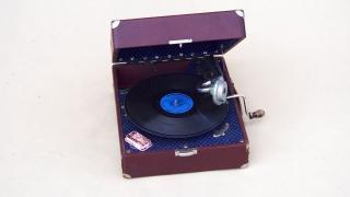 Gramofon na korbkę