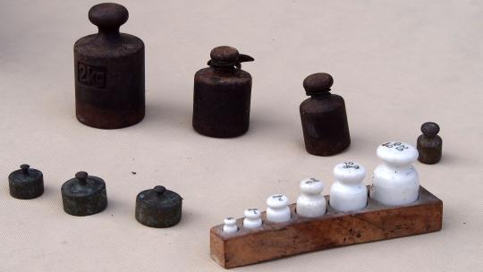 Odważniki ceramiczne  i mosiężne